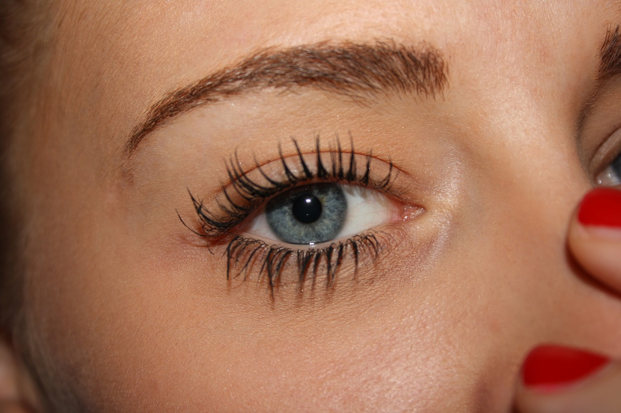 27f5d2471c8 Are Eyelash Extensions Safe for Your Eyes?| Arizona Retinal Specialist